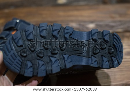 grooved outsole in winter shoes