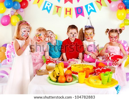Group children happy birthday party .