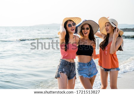 Group of Asian traveler friend girls spending time together at beach in Thailand. Women smiling and laughing feeling fun with happiness enjoy traveling at beach and sea on holiday and vacation. Foto d'archivio ©