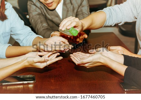 Group of business people in the office used a gel containing alcohol to clean hands to kill virus germs Coronaviral infection (COVID-19) Zdjęcia stock ©