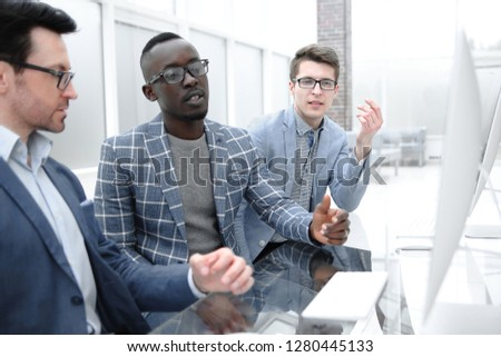 Group of casually dressed businesspeople discussing ideas in the office