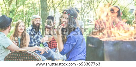 Group of friends making picnic with barbecue on city park - Young people eating bbq meal , fruits and drinking wine at dinner in backyard - Focus on glass hand girl - Youth concept - Vintage filter