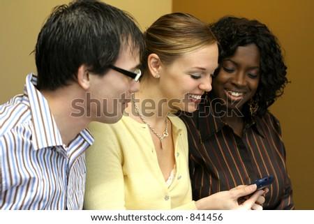 Groupe de jeunes professionnels lors d'une réunion - stock photo
