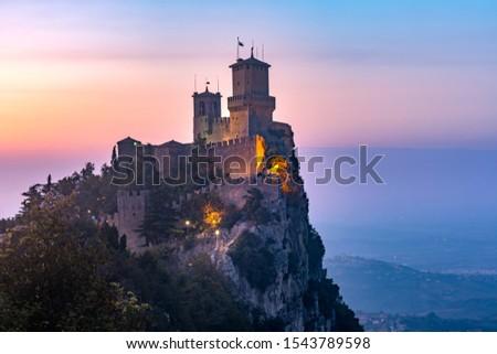 Guaita fortress or Prima Torre on the ridge of Mount Titano, in the city of San Marino of the Republic of San Marino at sunset Foto stock ©