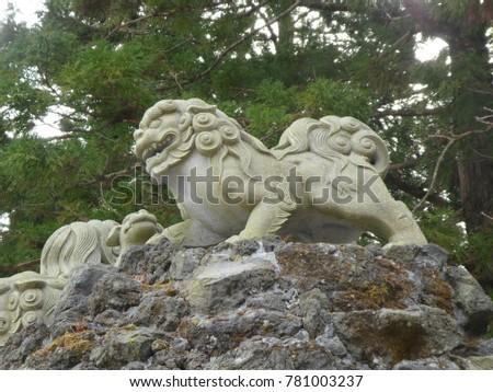 guardian lion dog in japan