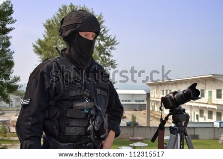 guarding VIPs, special forces policeman