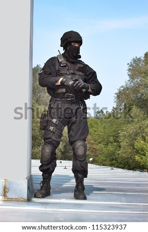 guarding VIPs, special forces policeman with the gun on the roof