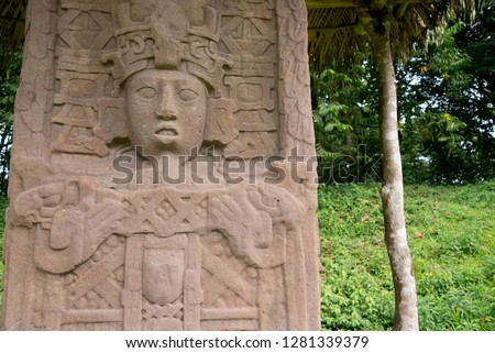 Guatemala, Department of Izabal, Quirigua National Park. Mayan archaeological site, Classic Period (AD 200-900). Great Plaza, detail of elaborately carved sandstone stelae. Foto d'archivio ©