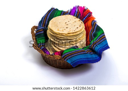 Guatemalan handmade corn tortillas inside a basket covered by traditional textile Foto stock ©