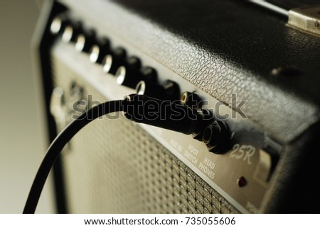 guitar amplifier with cable audio jack