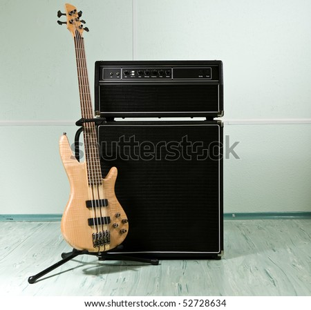 Guitar cabinet with amplifier in recording studio