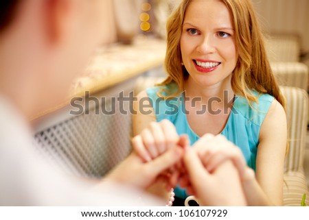 Guy holding his girlfriend�s hands being about to propose