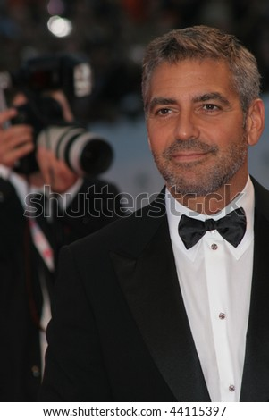 GVENICE - AUGUST 31:eorge Clooney attends the Michael Clayton Premiere in Venice during day 3 of the 64th Venice Film Festival on August 31, 2007 in Venice, Italy.
