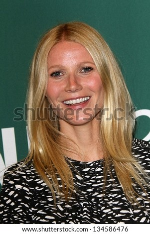 "Gwyneth Paltrow Signs Copies Of Her New Book ""It's All Good,"" Barnes & Noble, Los Angeles, CA 04-03-13"