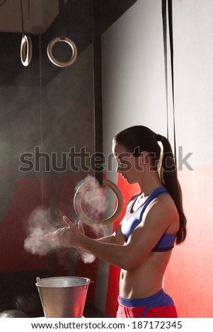 Gym Chalk Magnesium Carbonate hands clapping woman for climbing workout