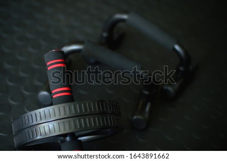 gym equipment push up handles and ab roller