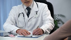 Gynecologist consulting female patient, prescribing medication, women's health