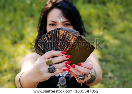 gypsy woman outdoors holding gipsy playing cards Photo stock ©