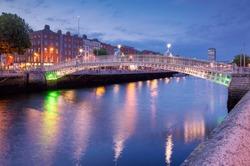 Ha'penny Halfpenny Bridge over River Liffey in the evening, Dublin Ireland Europe EU