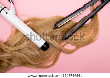 Hair curling, styling and hairstyles for blond curls. Curling iron. Volumizing fine hair. Hairdresser tools. ストックフォト ©