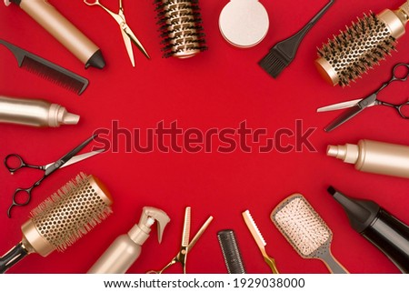 Hair cutting tools arranged in a circle on red background Foto stock ©