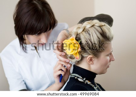 Hairdresser-women with white blank makes hair young women