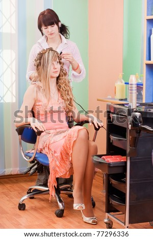 Hairdresser-womens makes hair young woman