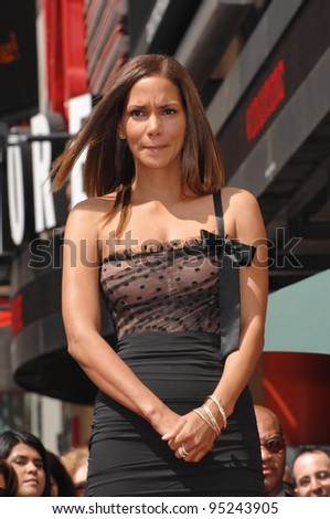 Halle Berry on Hollywood Boulevard where she was honored with the 2,333rd star on the Hollywood Walk of Fame. April 3, 2007  Los Angeles, CA Picture: Paul Smith / Featureflash