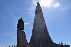 Hallgrimskirkja Church including statue of Leifur Eiríksson