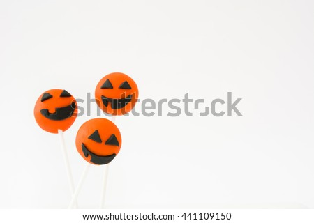 Halloween cake pops with pumpkin shape on white background   #441109150