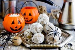 Halloween spider egg cake pops or cookies, funny Halloween dessert idea for kids