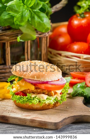 Hamburger with chicken, tomato and vegetables