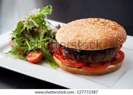 Hamburger with green salad