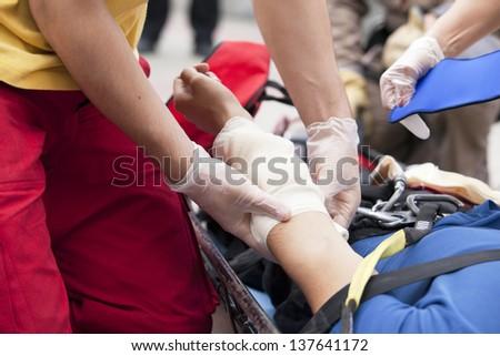 hand bandaging