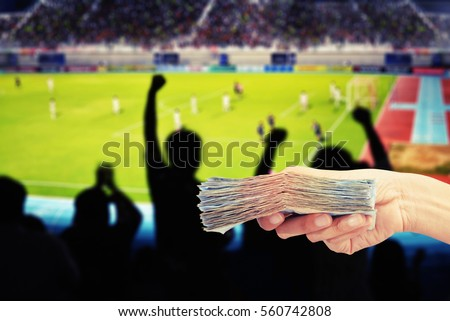 hand hold money  buy ticket...