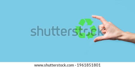Hand hold recycling icon.Ecology and renewable energy concept.ECO sign, Concept Save green planet. Symbol of environmental protection.Recycling waste.Symbol of earth day, concept of nature protection. Foto stock ©