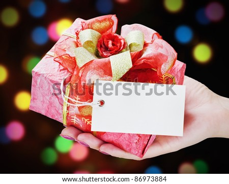hand holds a gift