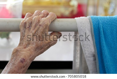 hand of old woman   hand hold...