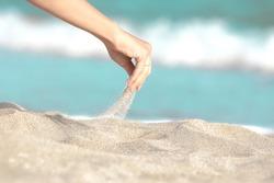 hand pour sand