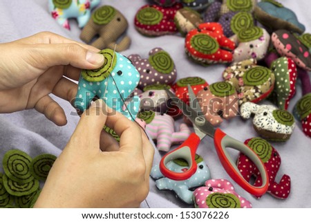 Hand sewing a elephant cloth dolls