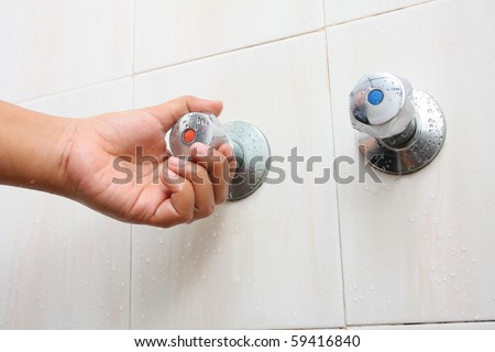 hand turn faucet in bathroom