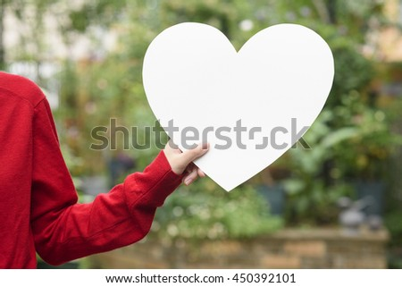 Hand with heart #450392101