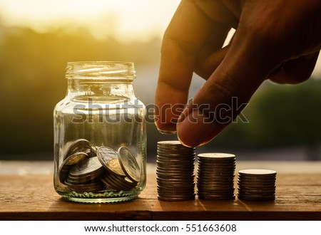 Hand with rows of coins and account for finance and banking concept, Hand with money coin stack growing business, Saving money concept, Save money for retirement planing Foto stock ©