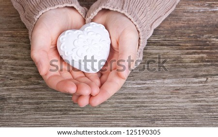 hand with white heart/heart/hand