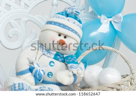 Handmade snowman decoration with blue balloons and artificial snowballs