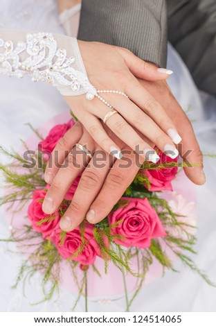 Hands and rings it is beautiful wedding bouquet