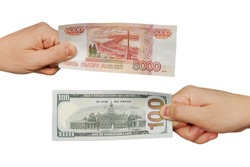 Hands exchange rubles for dollars.