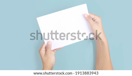 Hands holding paper blank for a letter paper 商業照片 ©