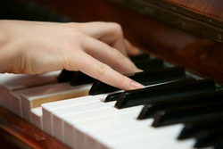 hands playing music on the piano, hands and piano player, keyboard