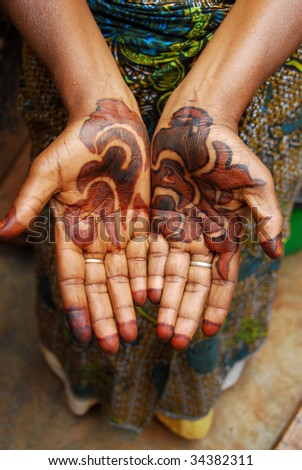hands tattooed woman of African